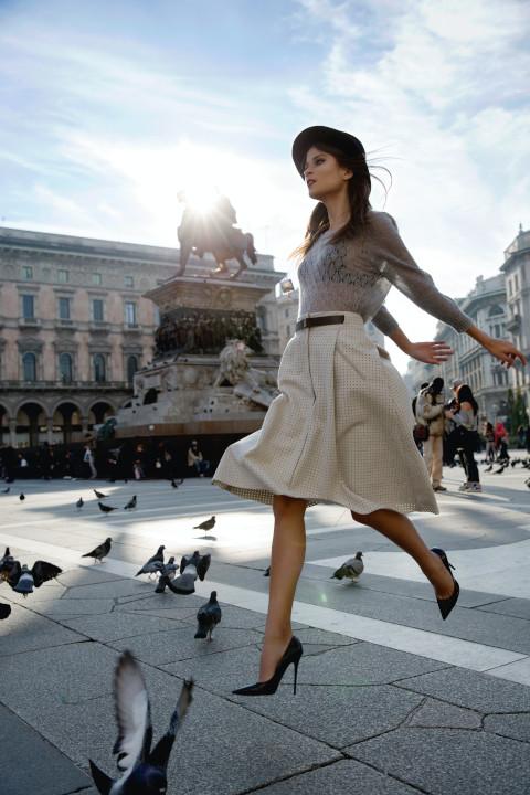 ミラノ-広場-女の人-ファッション